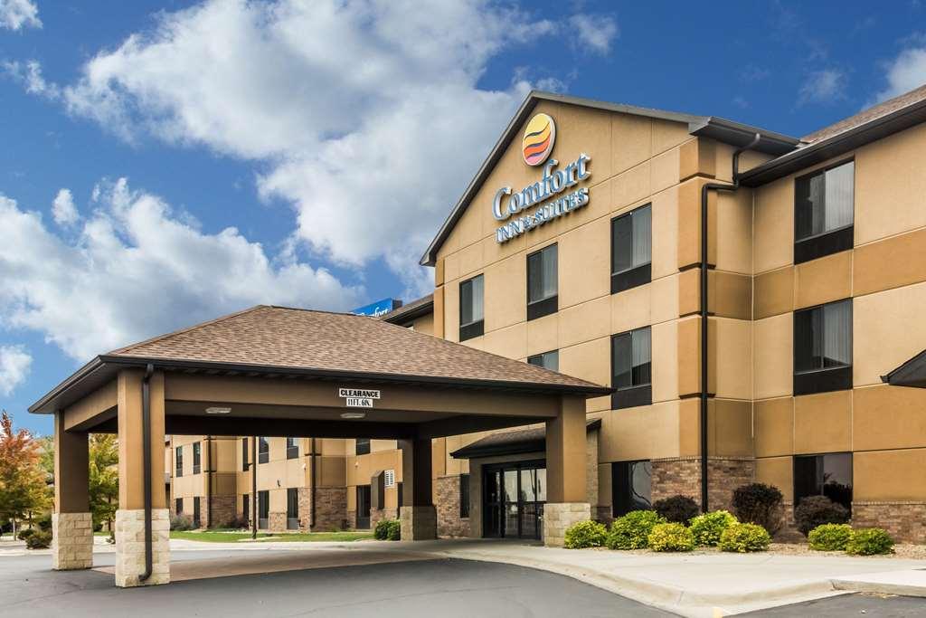 Comfort Inn & Suites Mitchell - Mitchell, SD 57301