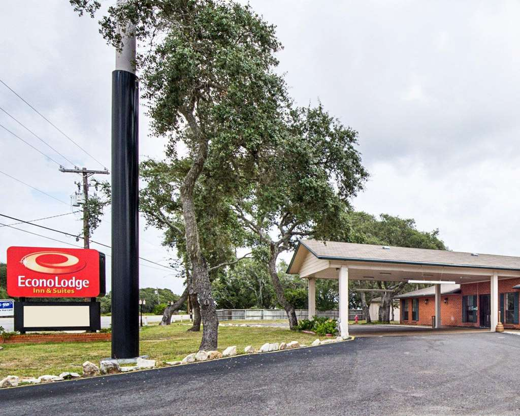 Econo Lodge Inn by the Bay