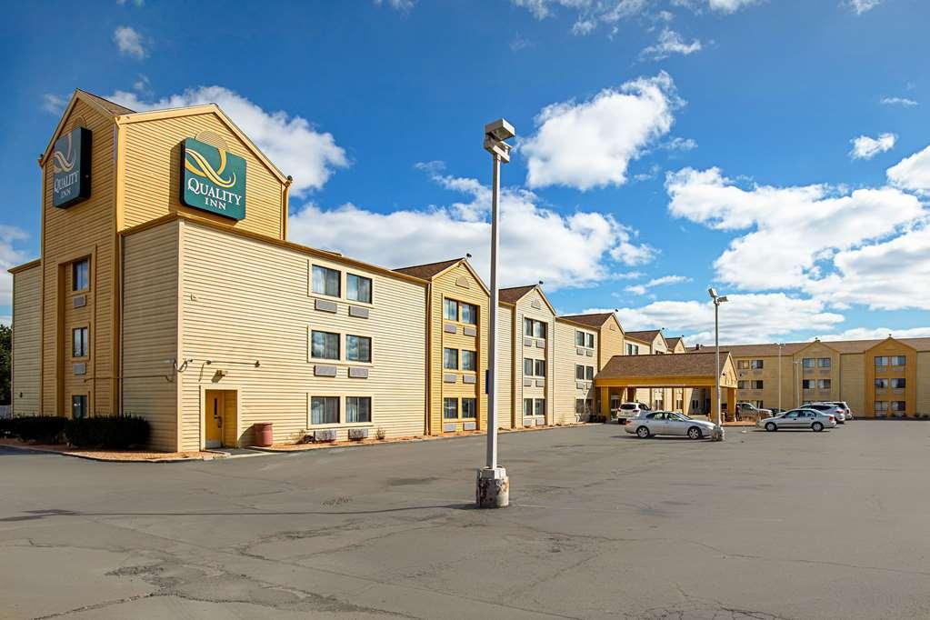 Quality Inn Milwaukee Northwest