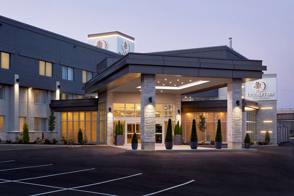 DoubleTree by Hilton Montreal Airport