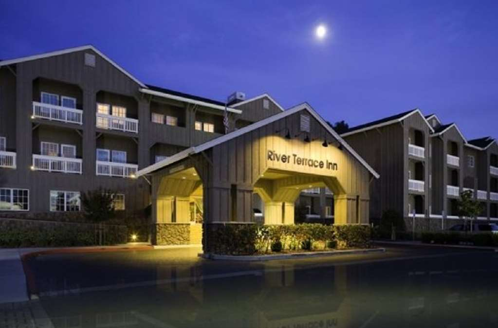 River Terrace Inn