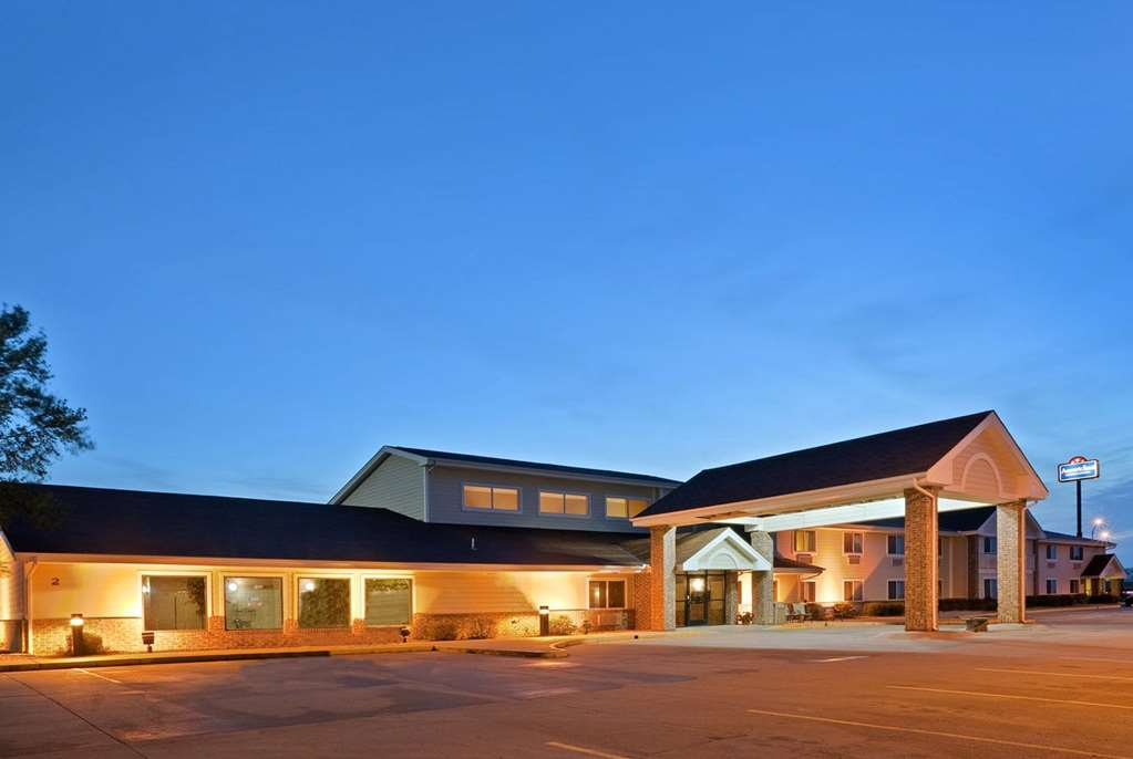 AmericInn by Wyndham West Burlington