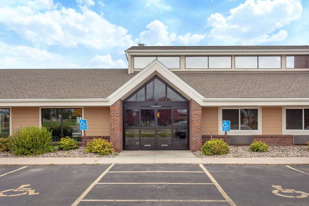 AmericInn by Wyndham Willmar