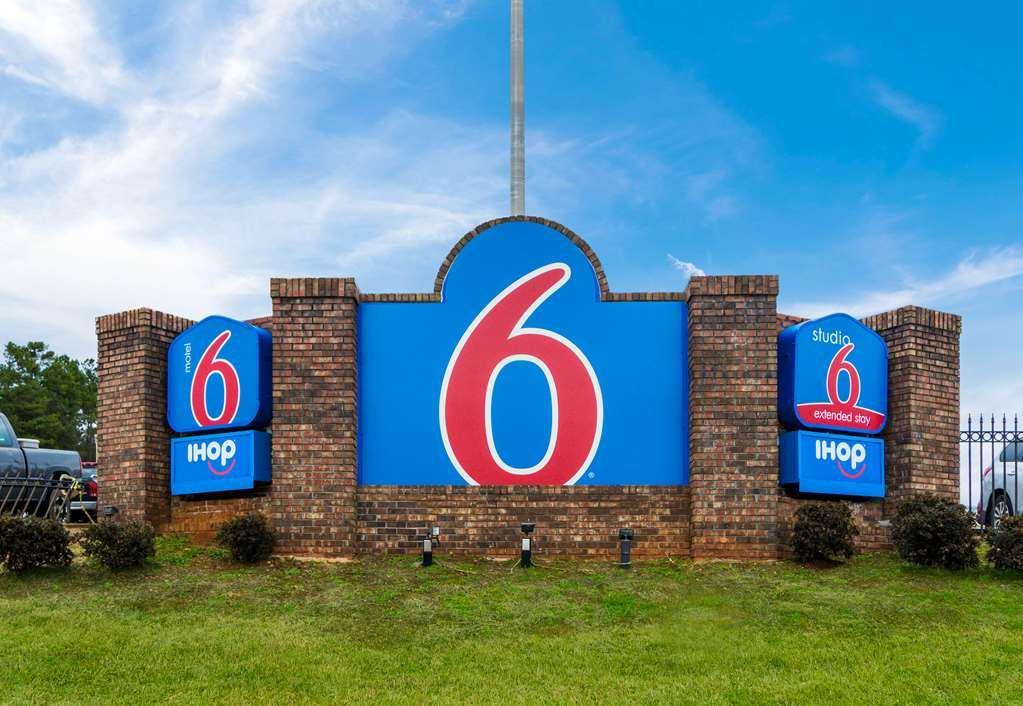 Motel 6 Lagrange
