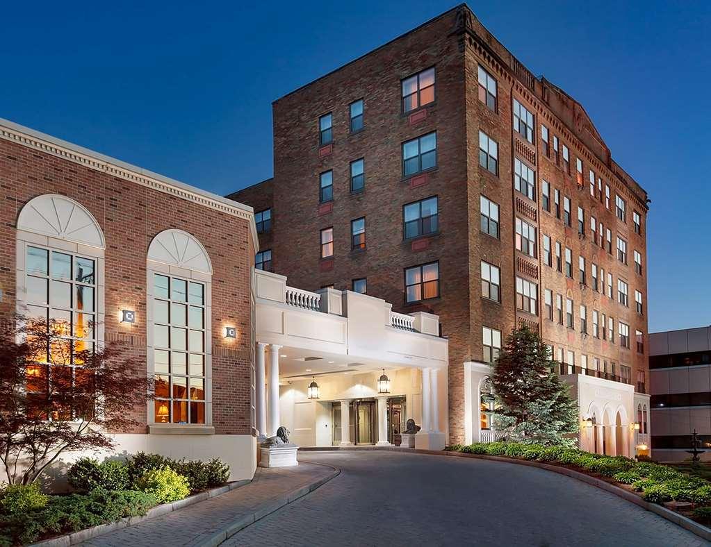 Collegian Hotel & Suites Trademark Coll