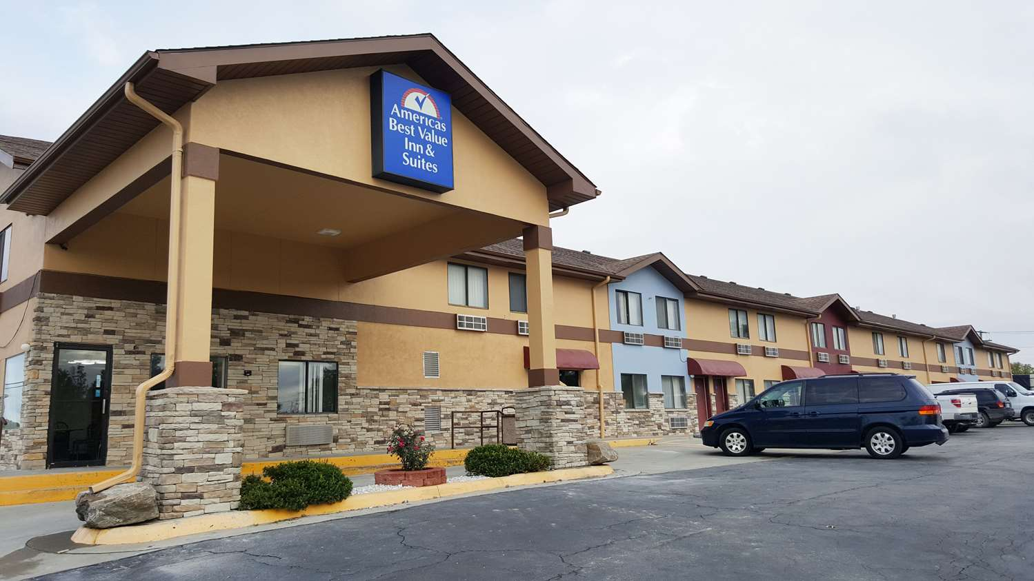 Americas Best Value Inn and Suites Harrisonville