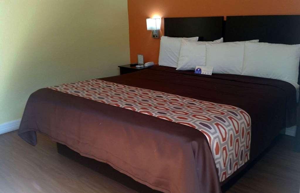 Americas Best Value Inn & Suites - Groves - Groves, TX 77619