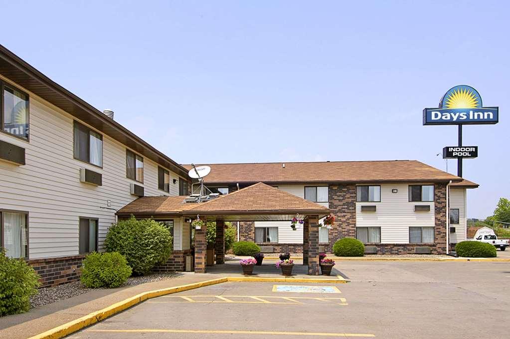 Days Inn & Suites Davenport East
