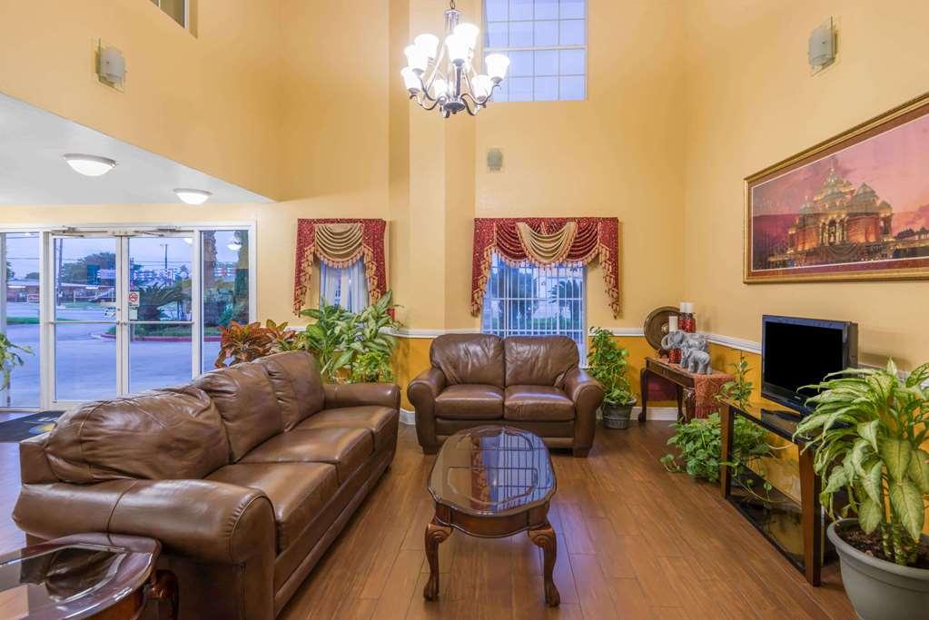Days Inn San Antonio Southeast By At&T Center - San Antonio, TX 78222