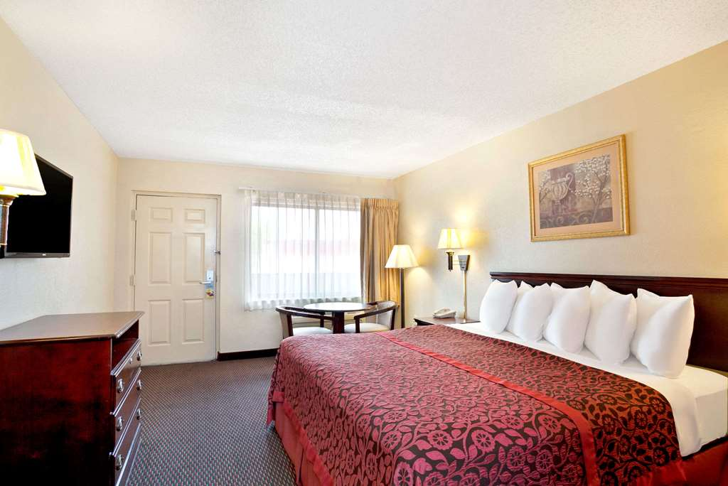 Days Inn & Suites By Wyndham Orlando/ucf Area Research Park - Orlando, FL 32817