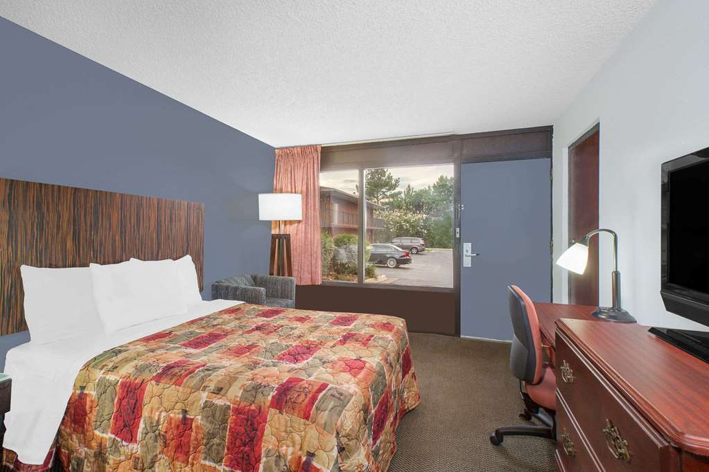 Days Inn By Wyndham Benton - Benton, AR 72015