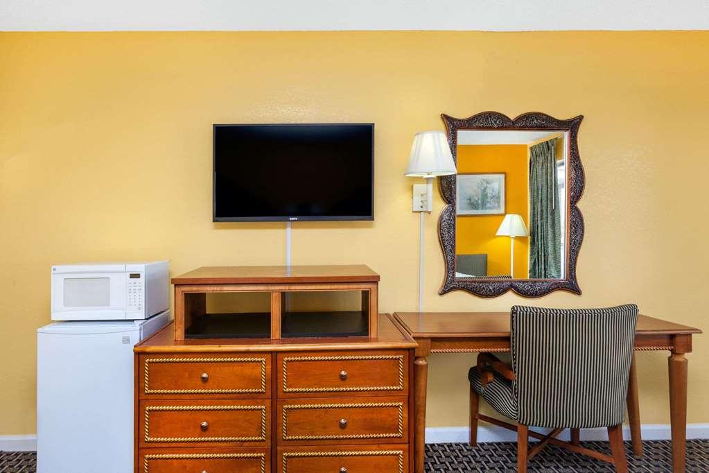 Days Inn By Wyndham Jacksonville - Jacksonville, AR 72076