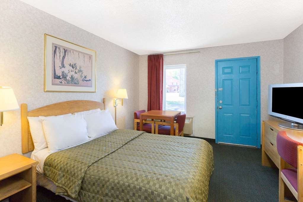 Knights Inn Poconos And Bartonsville - East Stroudsburg, PA 18321