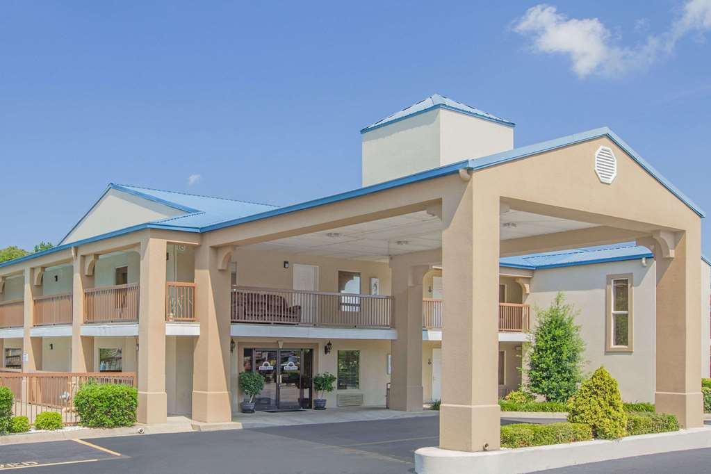 Days Inn & Suites By Wyndham Pine Bluff