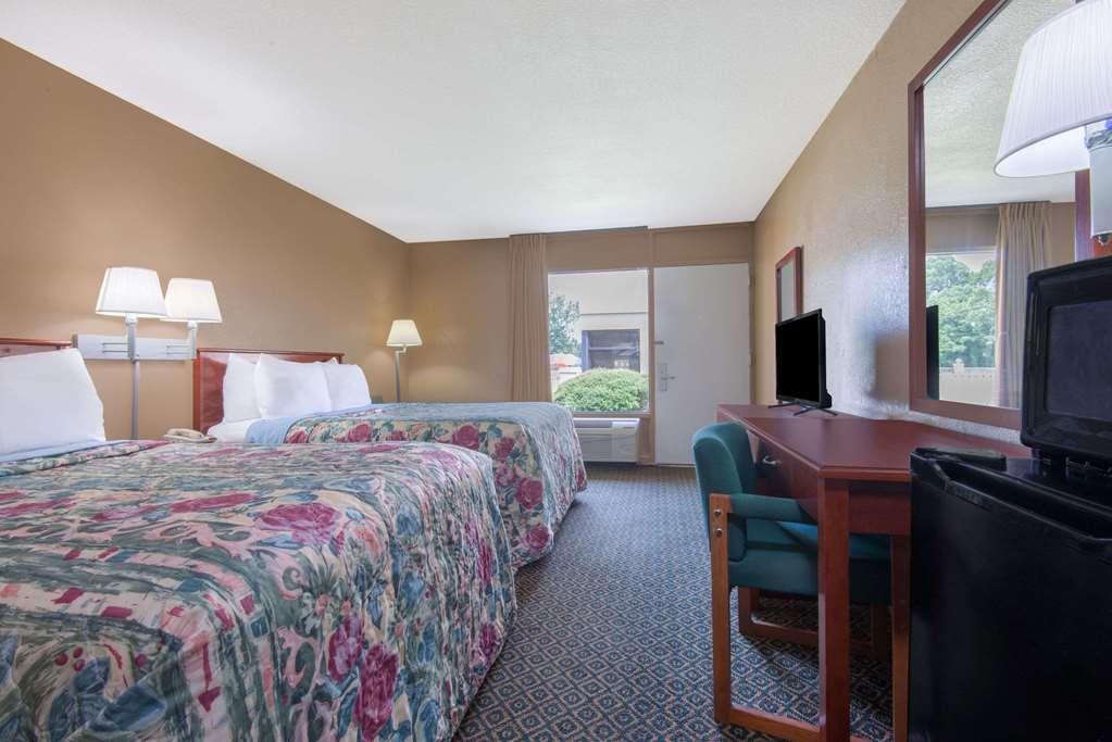 Days Inn By Wyndham Clanton Al - Clanton, AL 35046