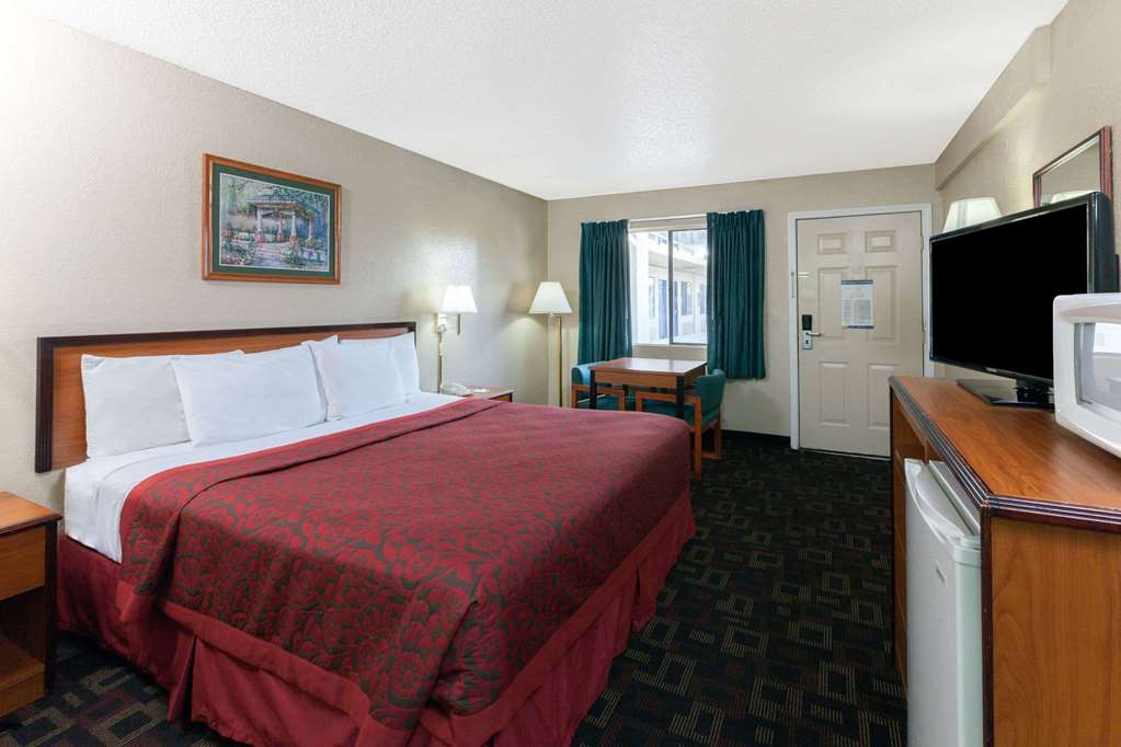 Days Inn By Wyndham Oklahoma City West - Oklahoma City, OK 73108