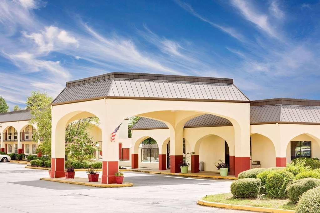 Days Inn & Suites Starkville