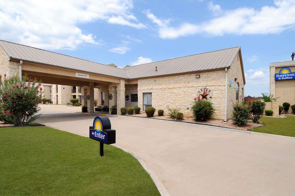 Days Inn & Suites Llano