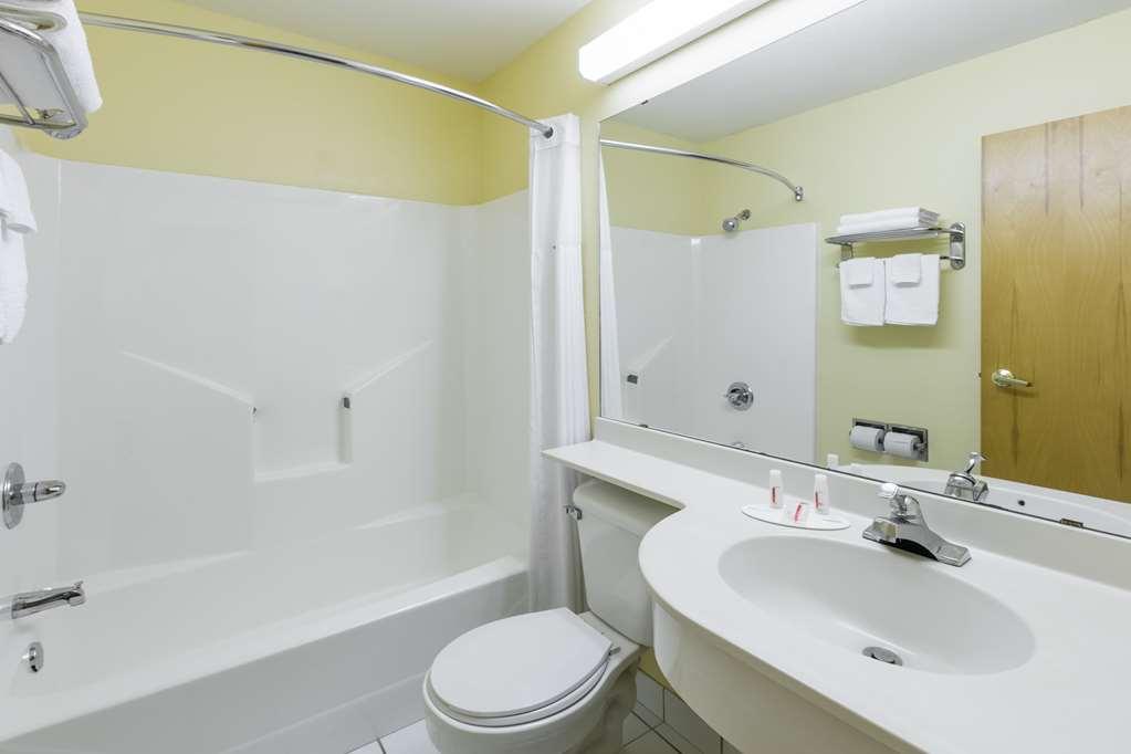 Days Inn & Suites By Wyndham Pryor - Pryor, OK 74361