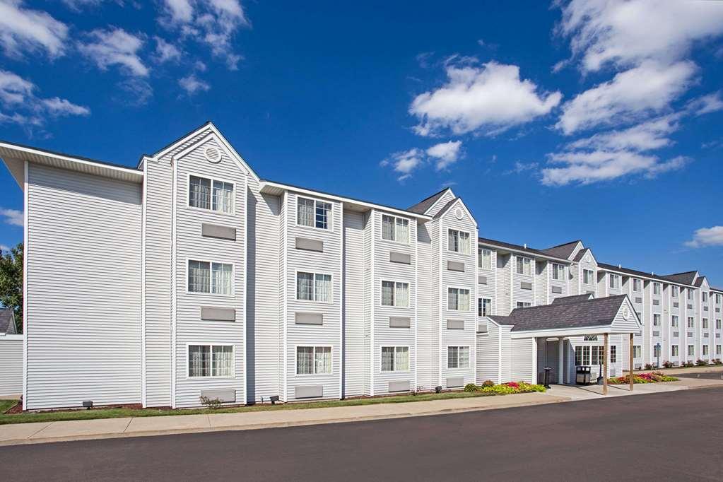 Microtel Inn & Suites by Wyndham Holland