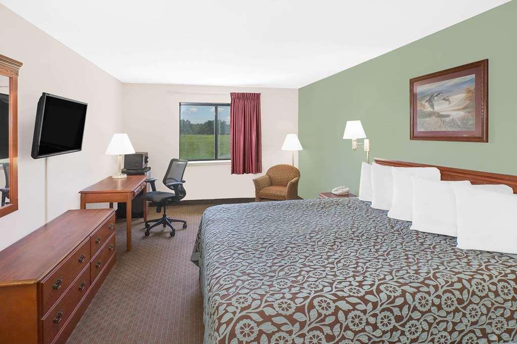 Days Inn And Suites Brinkley - Brinkley, AR 72021