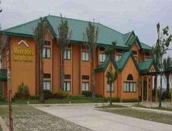 Microtel Inn & Suites Cabanatuan