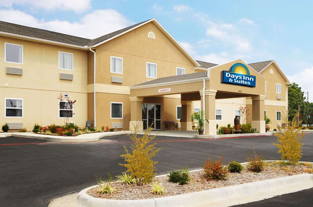 Days Inn & Suites, Cabot