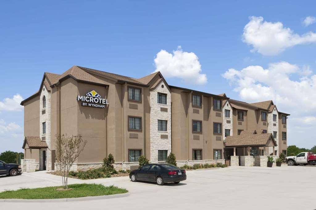Microtel Inn & Suites Gonzales