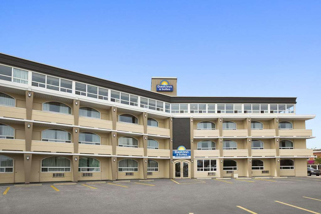 Days Inn & Suites North Bay