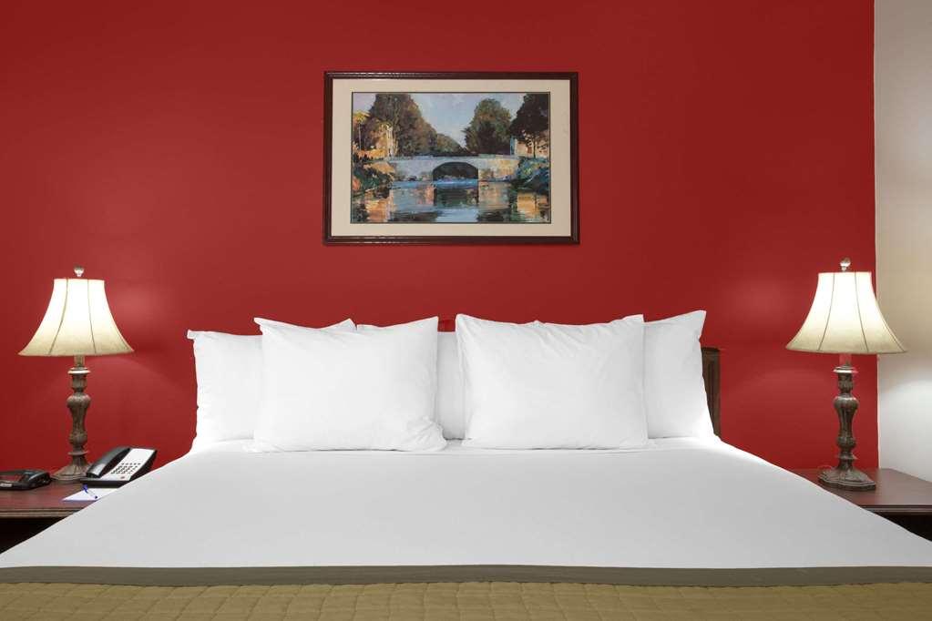Baymont Inn And Suites Brunswick Ga - Brunswick, GA 31520