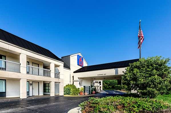 Motel 6 Roanoke Airport