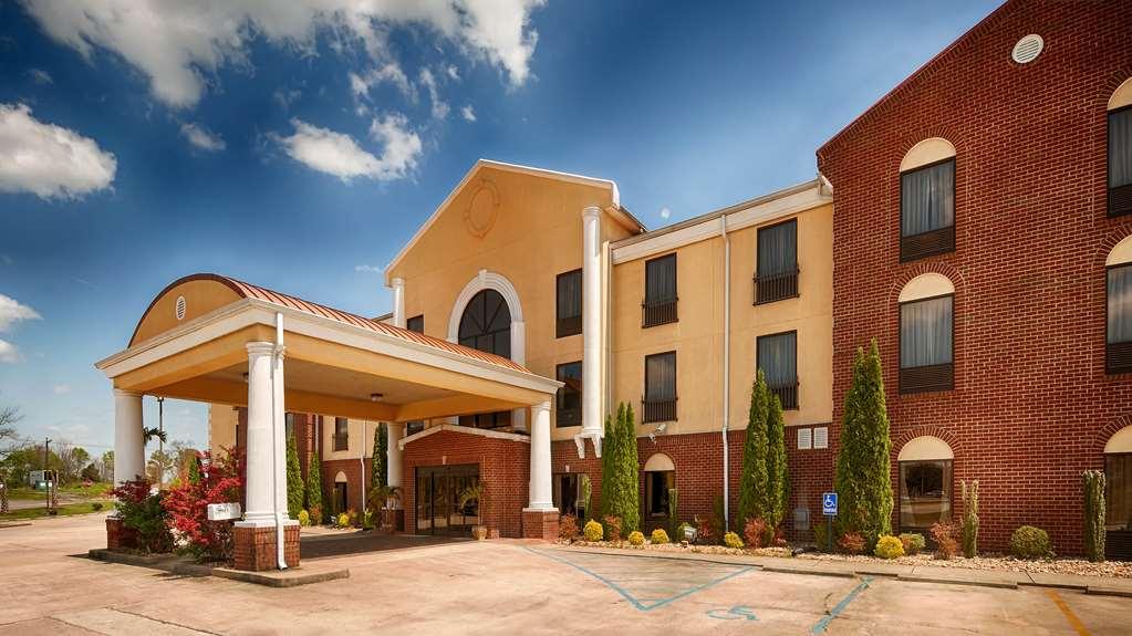 Best Western Plus Bass Hotel & Suites
