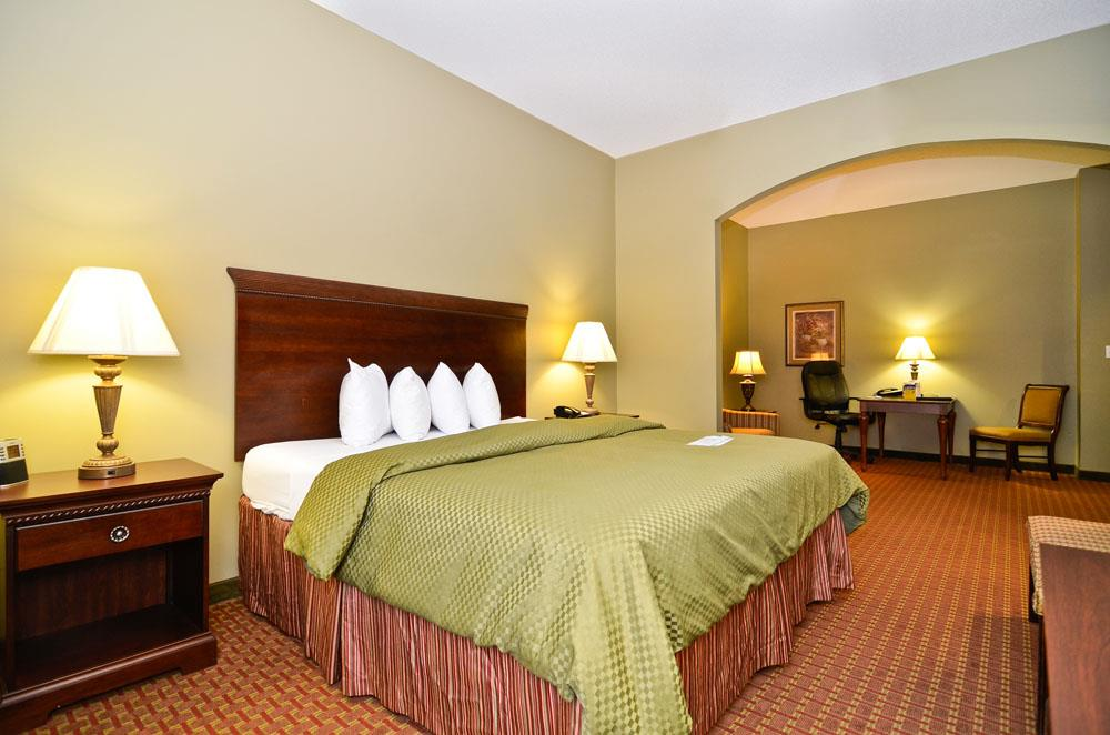 Best Western Plus Two Rivers Hotel & Suites - Demopolis, AL 36732