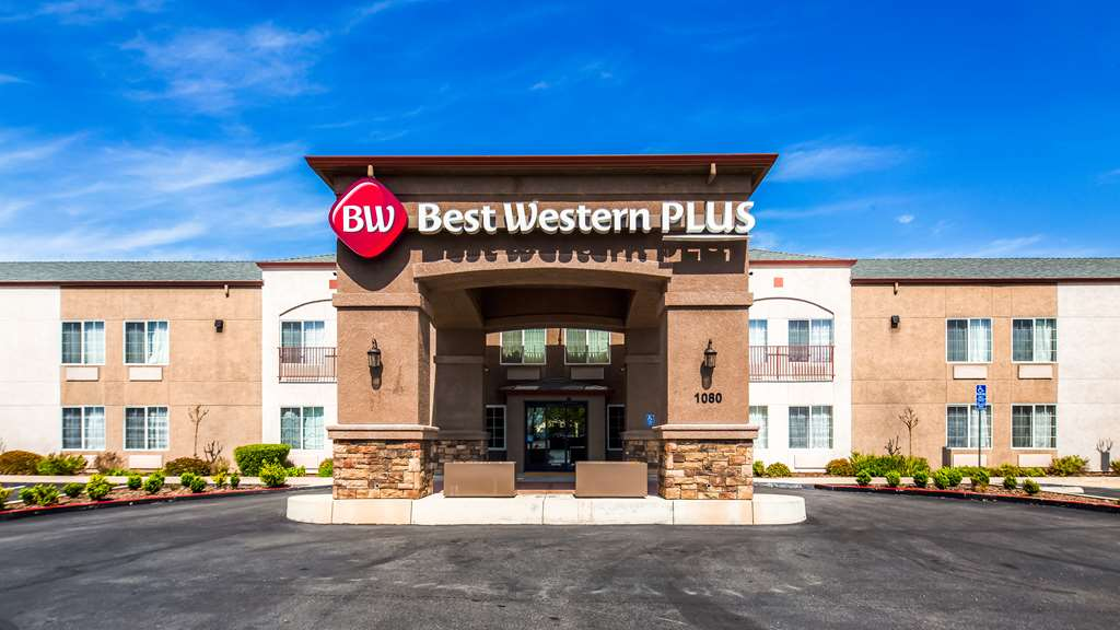 Best Western Plus Twin View Inn & Suites