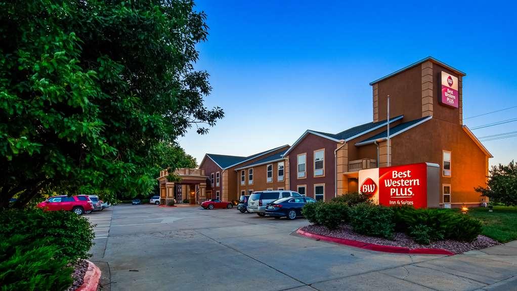 Best Western Plus Midwest Inn & Suites