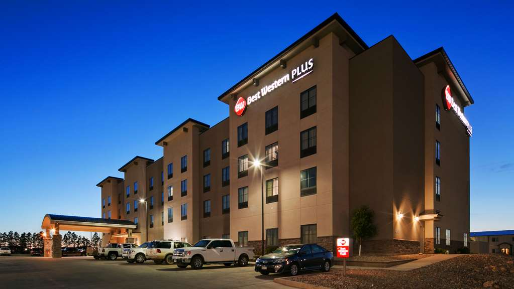 Best Western Plus Williston Hotel/Stes