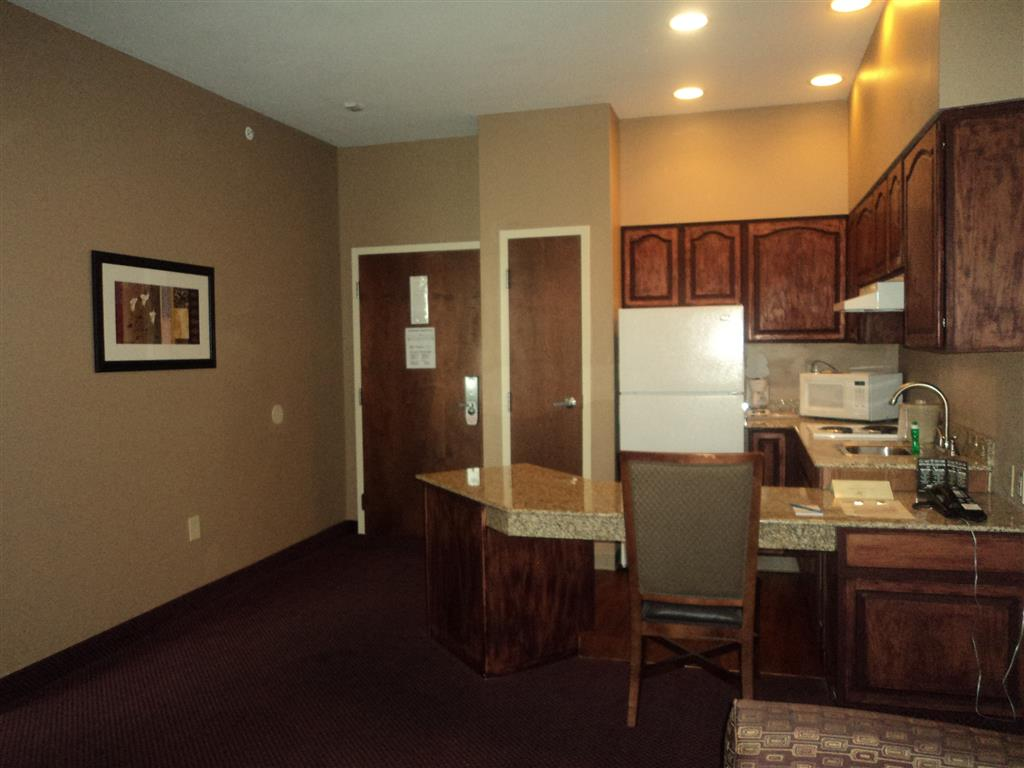 King Suite Entry and Kitchen