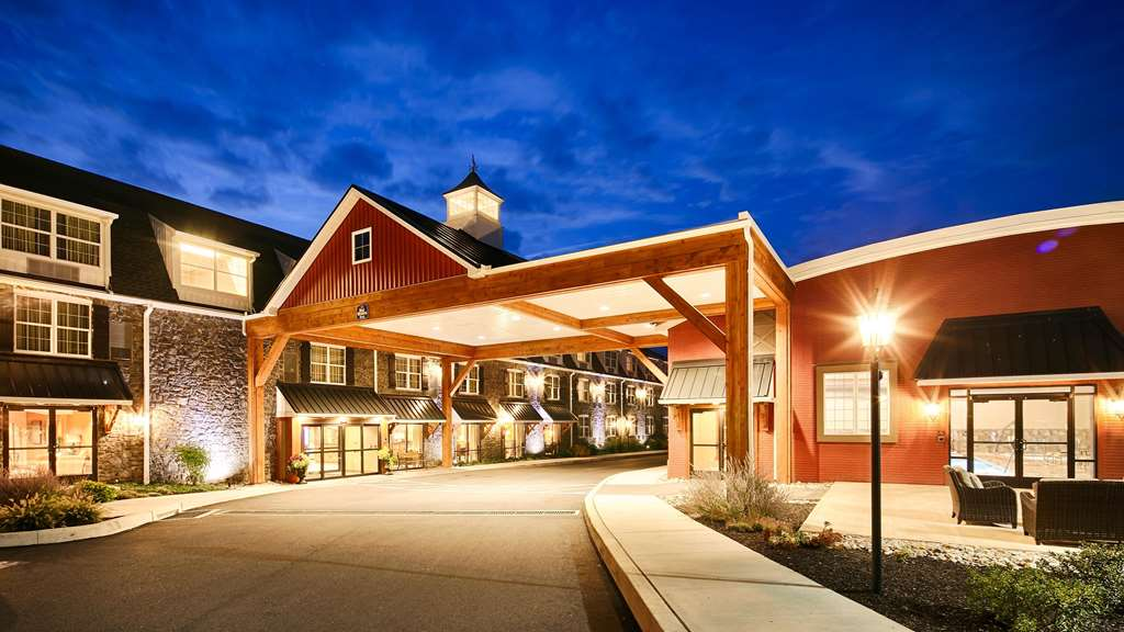 Best Western Plus Village Inn & Suites