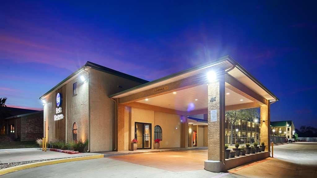Best Western Cedar Inn