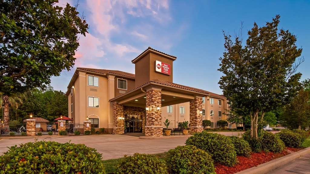 Best Western Plus Crown Colony Inn Suite