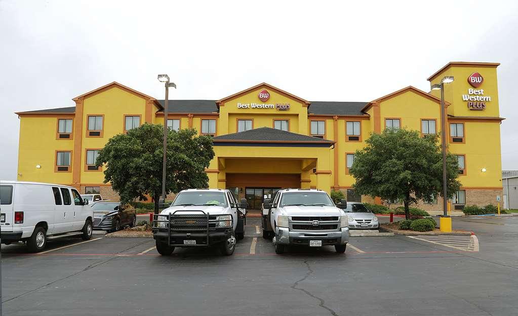 Best Western Plus Schulenburg Inn & Stes