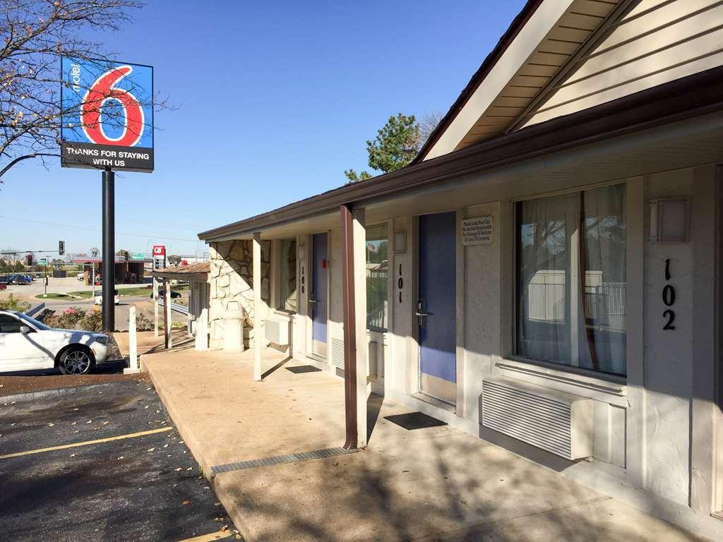 Motel 6 Fenton