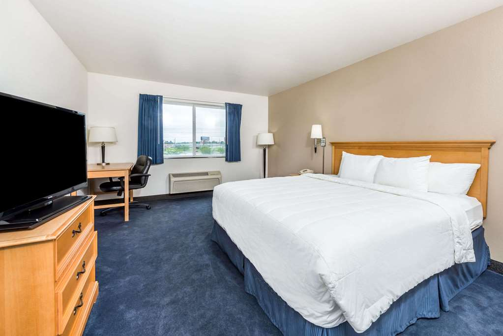 Baymont Inn & Suites Indianapolis Northeast - Indianapolis, IN 46236