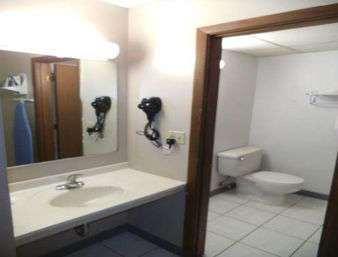 Days Inn By Wyndham West Branch Iowa City Area - West Branch, IA 52358