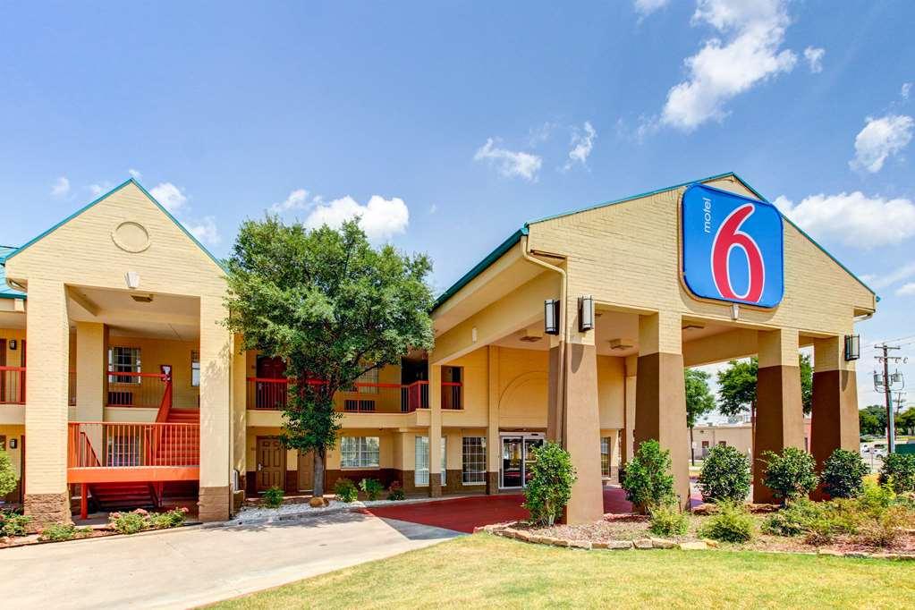 Motel 6 Arlington