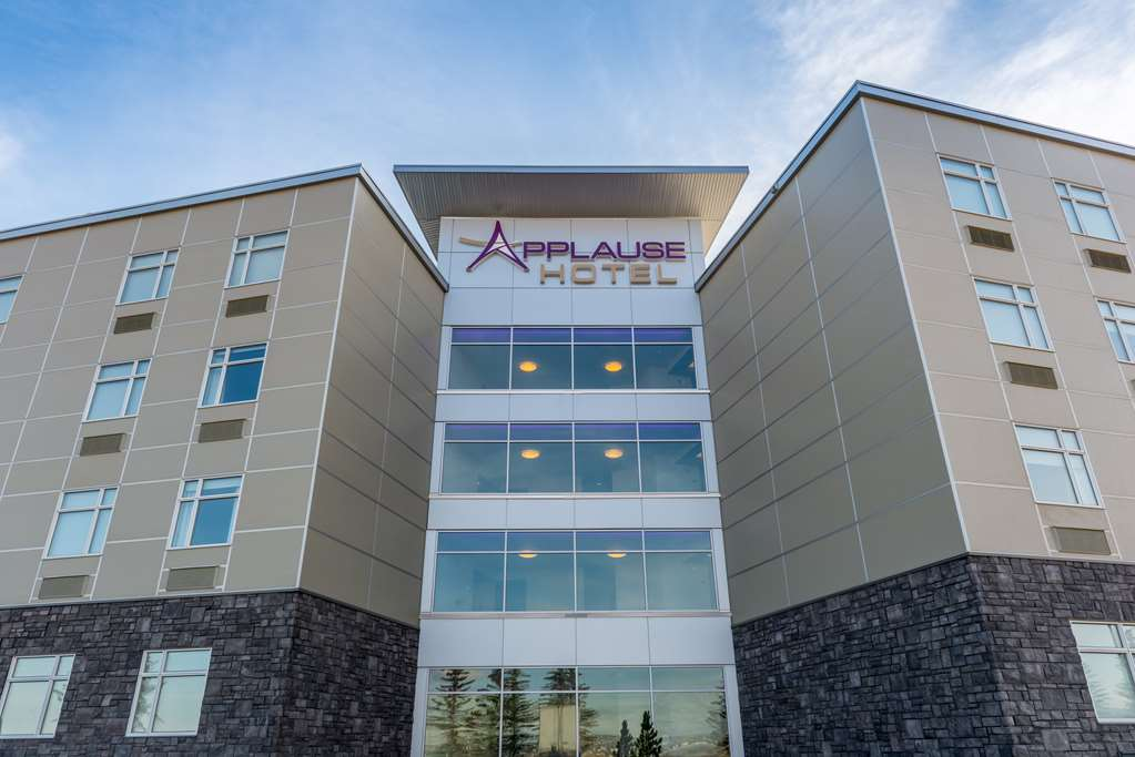 Applause Hotel Calgary Airport