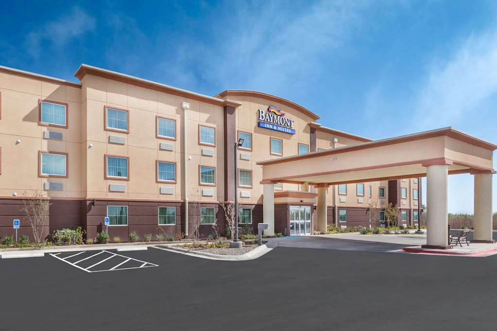 Baymont Inn & Suites Midland Center