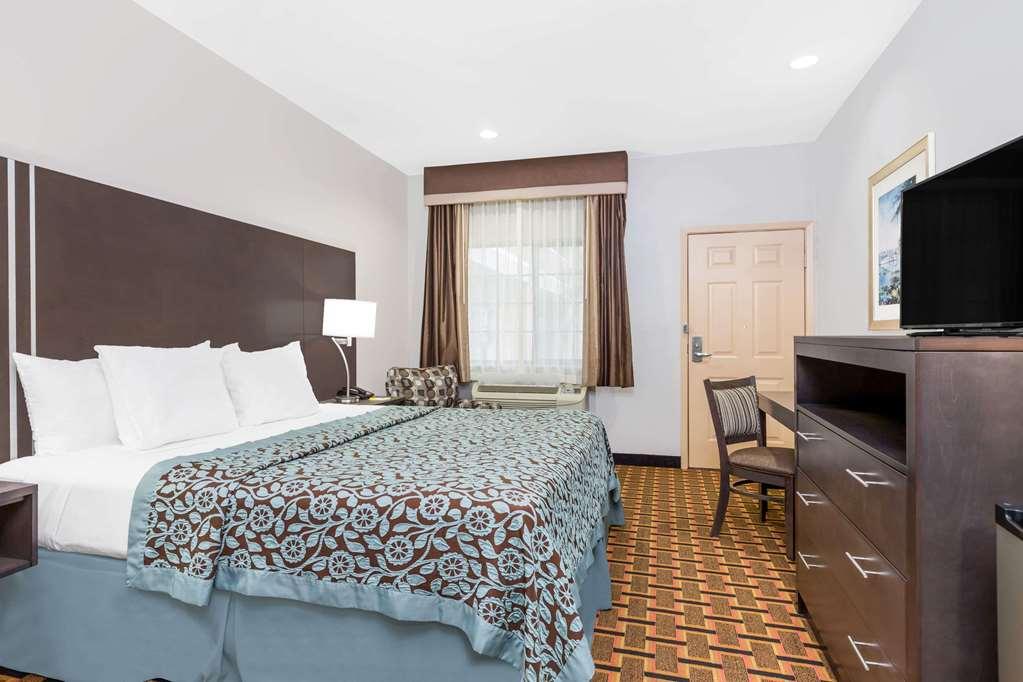 Days Inn & Suites Madisonville - Madisonville, TX 77864