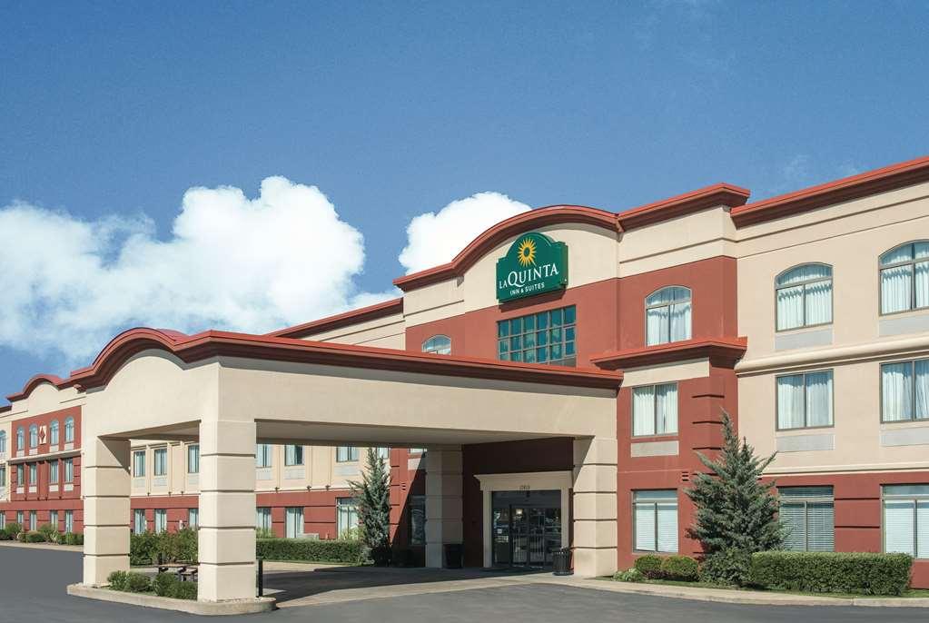 La Quinta Inn & Suites Airport-Riverport