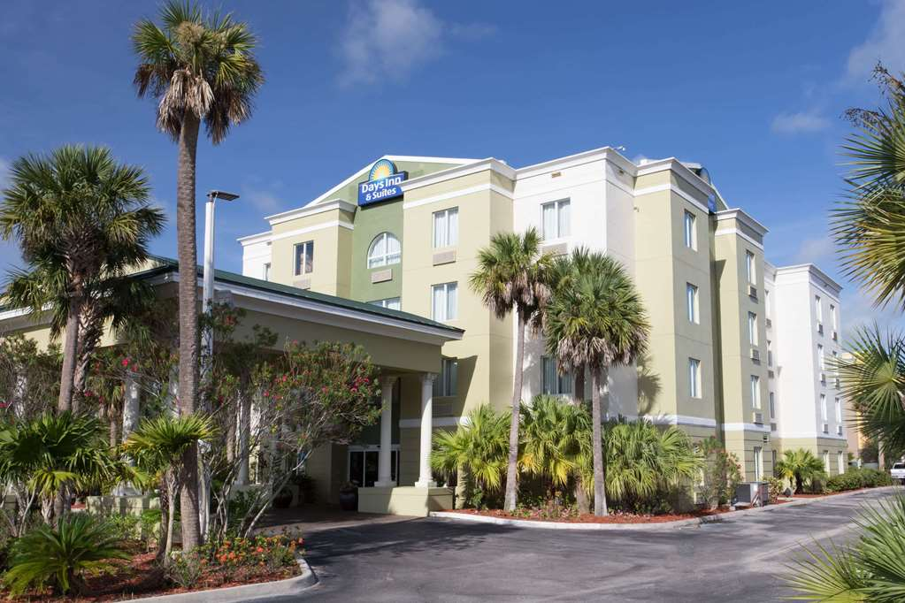 Days Inn & Suites by Wyndham Fort Pierce